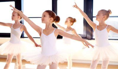 Когда и с чего начать занятия танцами с ребёнком?