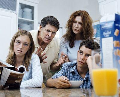 Как наладить взаимоотношения между родителями и подростками?