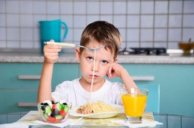 Нужно ли ребёнка заставлять есть?!