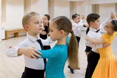 Почему танцевальная школа для детей лучше уроков рисования?