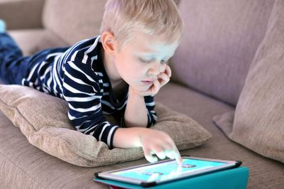 Можно ли ребёнку разрешать пользоваться гаджетами и с какого возраста?