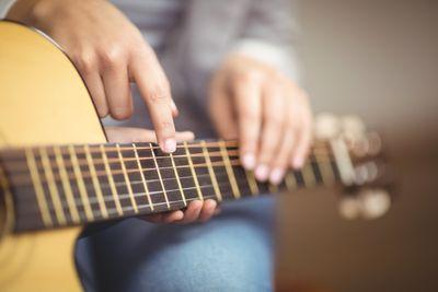 Какие преимущества занятий с преподавателем по гитаре